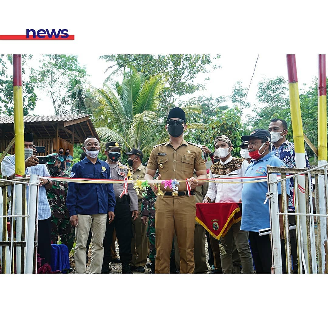 Resmikan Jembatan Kucur Dongko, Bupati Arifin Ajak Pemerintah Desa Berpartisipasi Aftif Dalam Program Adipura Desa